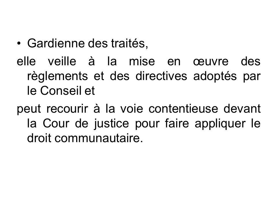 Gardienne des traités, elle veille à la mise en œuvre des règlements et des directives adoptés par le Conseil et peut recourir à la voie contentieuse