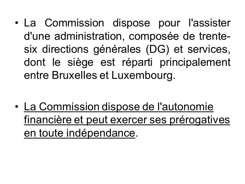 La Commission dispose pour l'assister d'une administration, composée de trente- six directions générales (DG) et services, dont le siège est réparti p