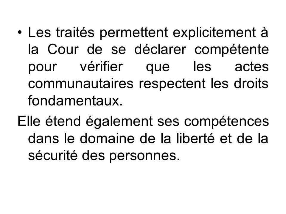 Les traités permettent explicitement à la Cour de se déclarer compétente pour vérifier que les actes communautaires respectent les droits fondamentaux