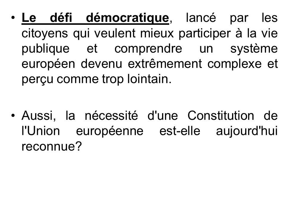 Le défi démocratique, lancé par les citoyens qui veulent mieux participer à la vie publique et comprendre un système européen devenu extrêmement compl