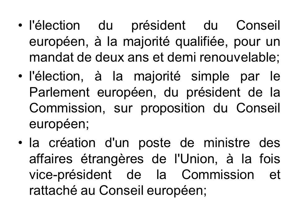 l'élection du président du Conseil européen, à la majorité qualifiée, pour un mandat de deux ans et demi renouvelable; l'élection, à la majorité simpl