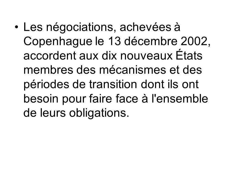 Les négociations, achevées à Copenhague le 13 décembre 2002, accordent aux dix nouveaux États membres des mécanismes et des périodes de transition don