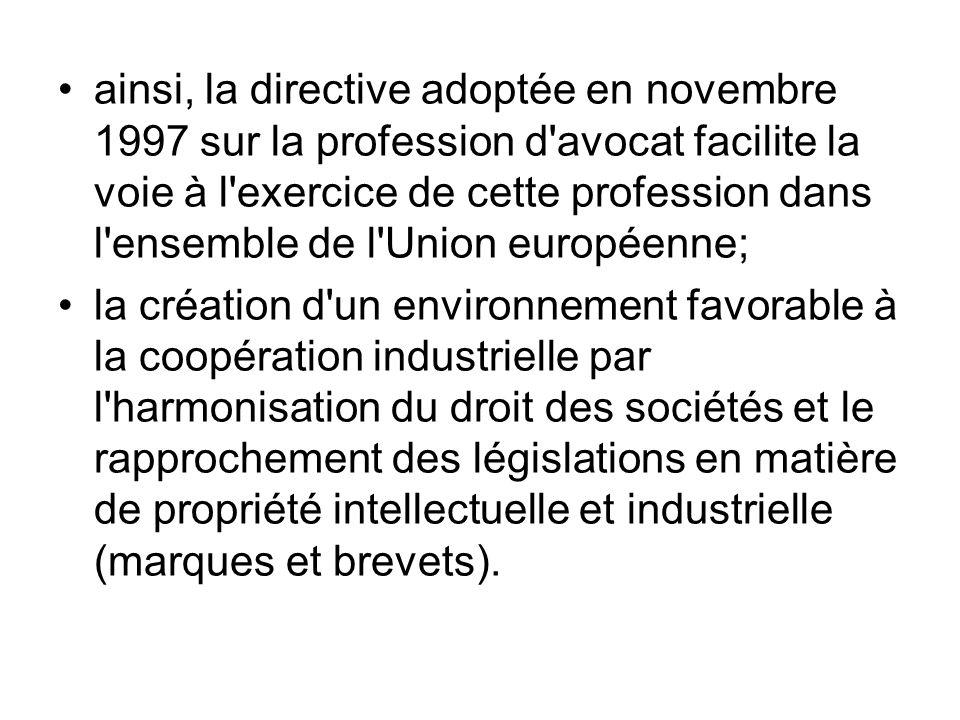 ainsi, la directive adoptée en novembre 1997 sur la profession d'avocat facilite la voie à l'exercice de cette profession dans l'ensemble de l'Union e