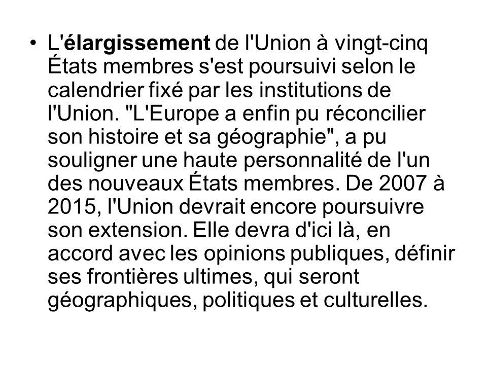 L'élargissement de l'Union à vingt-cinq États membres s'est poursuivi selon le calendrier fixé par les institutions de l'Union.