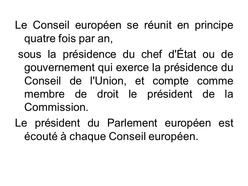 Le Conseil européen se réunit en principe quatre fois par an, sous la présidence du chef d'État ou de gouvernement qui exerce la présidence du Conseil