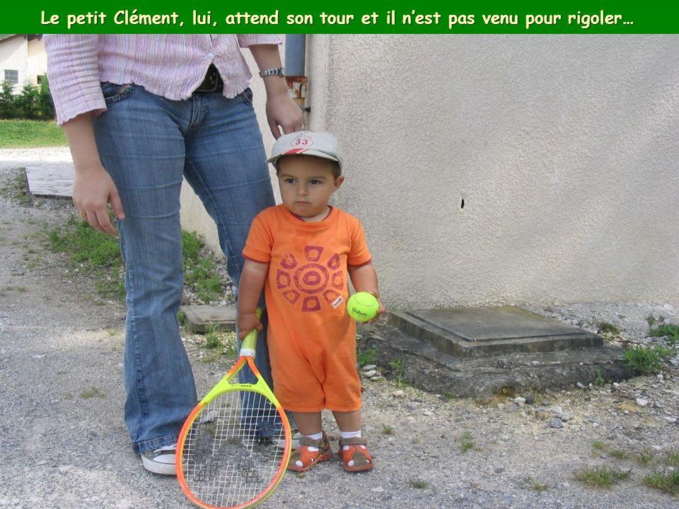 Le petit Clément, lui, attend son tour et il nest pas venu pour rigoler…