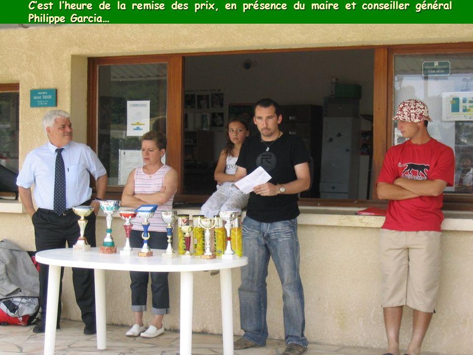 Cest lheure de la remise des prix, en présence du maire et conseiller général Philippe Garcia…