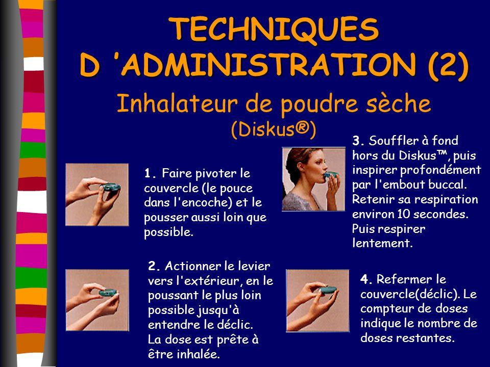 TECHNIQUES D ADMINISTRATION (2) Inhalateur de poudre sèche (Diskus®) 1. Faire pivoter le couvercle (le pouce dans l'encoche) et le pousser aussi loin
