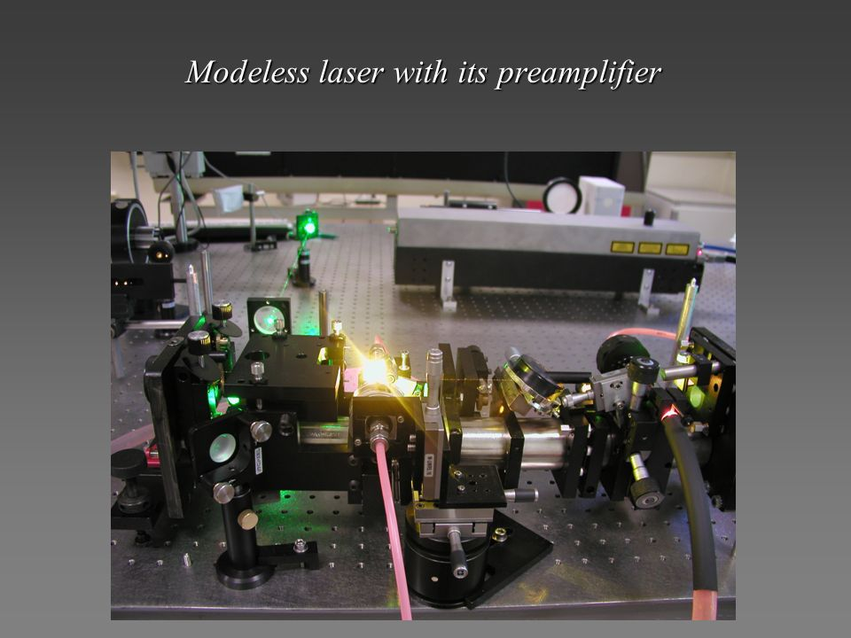 Modeless laser with its preamplifier