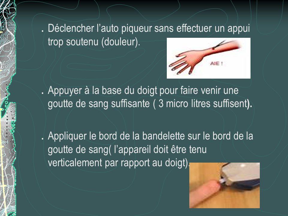 Réalisation de la glycémie. Régler lauto piqueur à usage unique sur la position la moins traumatique. Mettre des gants. Appliquer lembase sur le bord