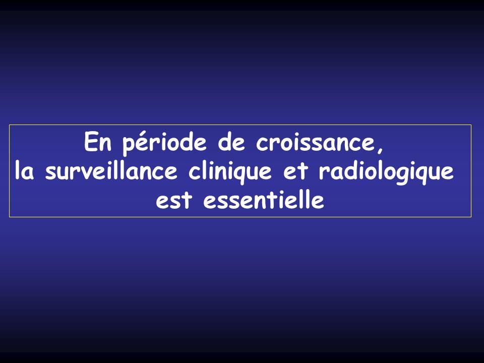 En période de croissance, la surveillance clinique et radiologique est essentielle
