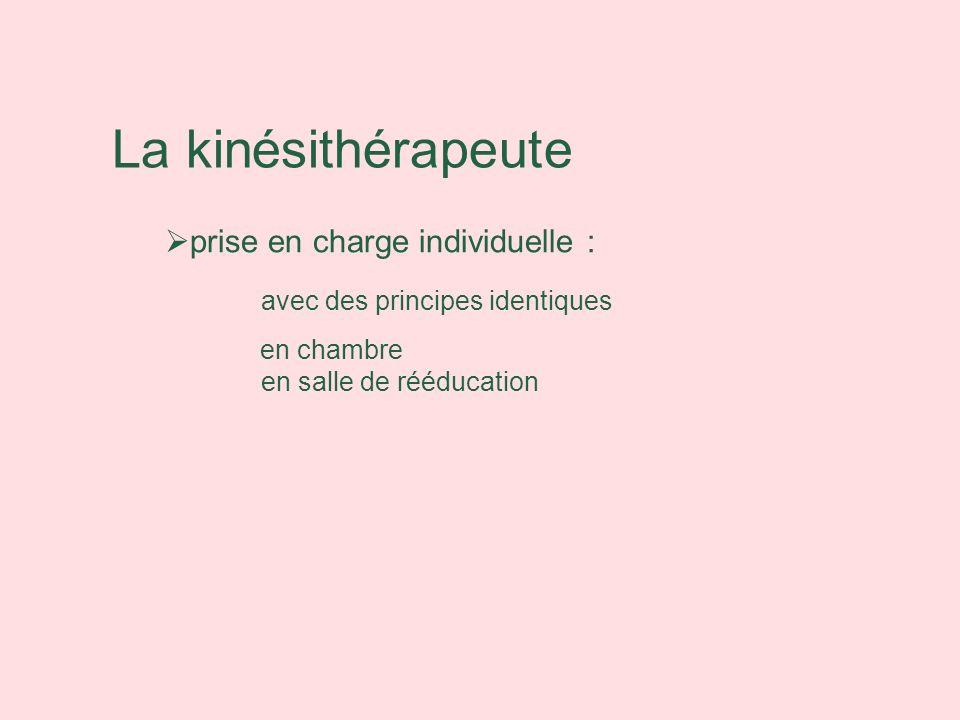 La kinésithérapeute prise en charge individuelle : avec des principes identiques en chambre en salle de rééducation