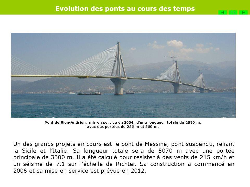 Pont de Rion-Antirion, mis en service en 2004, d'une longueur totale de 2880 m, avec des portées de 286 m et 560 m. Un des grands projets en cours est