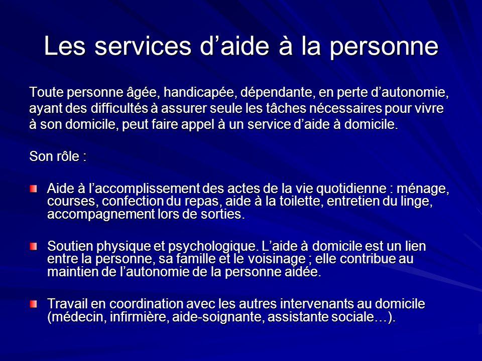 Les services daide à la personne Toute personne âgée, handicapée, dépendante, en perte dautonomie, ayant des difficultés à assurer seule les tâches né