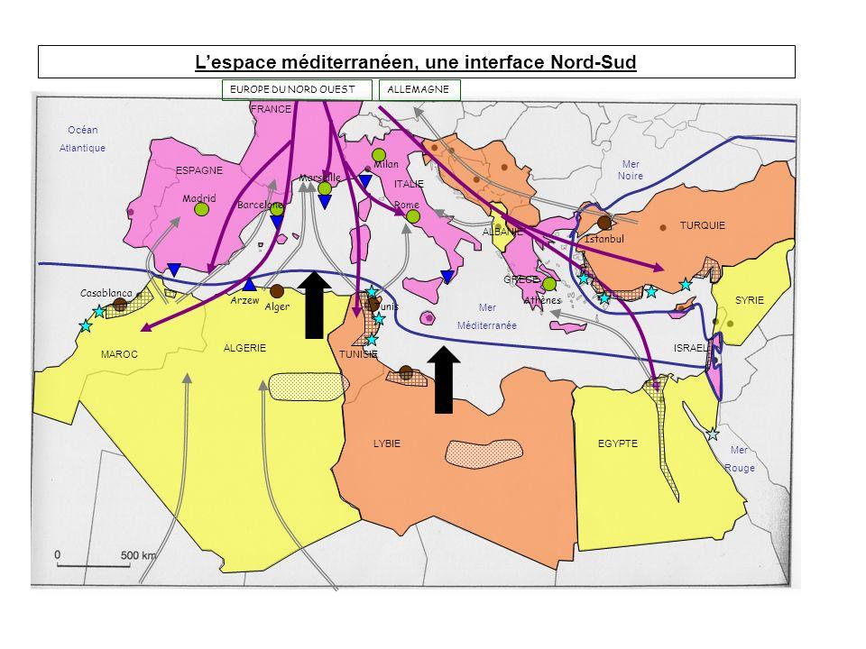 Lespace méditerranéen, une interface Nord-Sud ESPAGNE FRANCE ITALIE ALGERIE MAROCTUNISIE LYBIEEGYPTE ISRAEL SYRIE TURQUIE GRECE ALBANIE Arzew AlgerTun