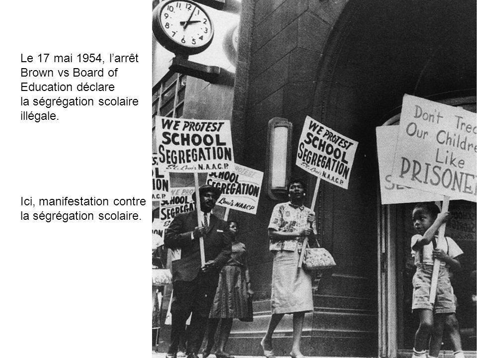 Le 17 mai 1954, larrêt Brown vs Board of Education déclare la ségrégation scolaire illégale. Ici, manifestation contre la ségrégation scolaire.