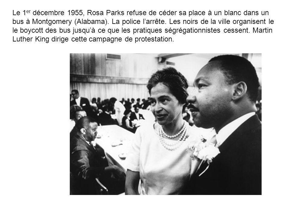 Le 1 er décembre 1955, Rosa Parks refuse de céder sa place à un blanc dans un bus à Montgomery (Alabama). La police larrête. Les noirs de la ville org