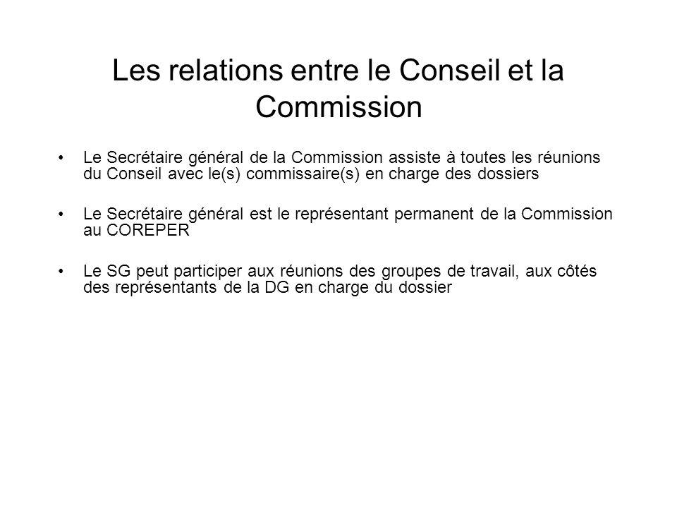 Les relations entre le Conseil et la Commission Le Secrétaire général de la Commission assiste à toutes les réunions du Conseil avec le(s) commissaire