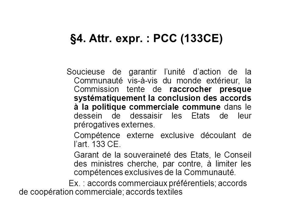 §4. Attr. expr. : PCC (133CE) Soucieuse de garantir lunité daction de la Communauté vis-à-vis du monde extérieur, la Commission tente de raccrocher pr