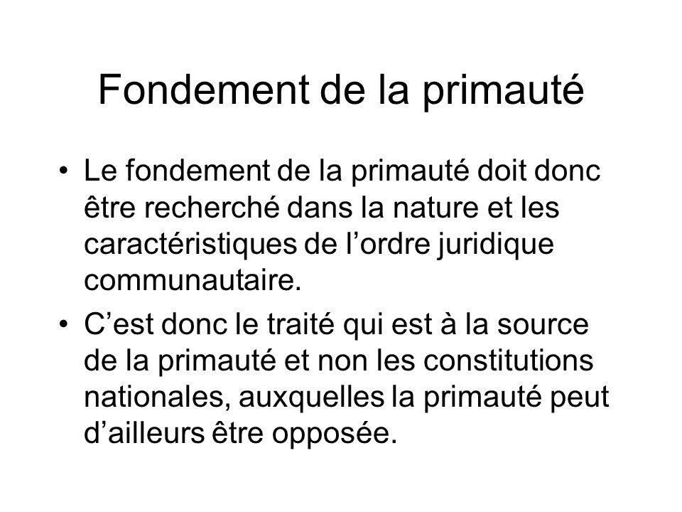 Fondement de la primauté Le fondement de la primauté doit donc être recherché dans la nature et les caractéristiques de lordre juridique communautaire