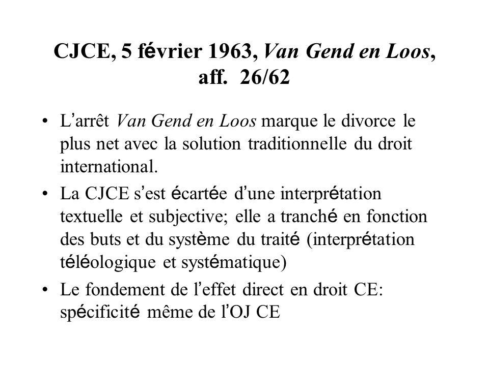 CJCE, 5 f é vrier 1963, Van Gend en Loos, aff. 26/62 L arrêt Van Gend en Loos marque le divorce le plus net avec la solution traditionnelle du droit i