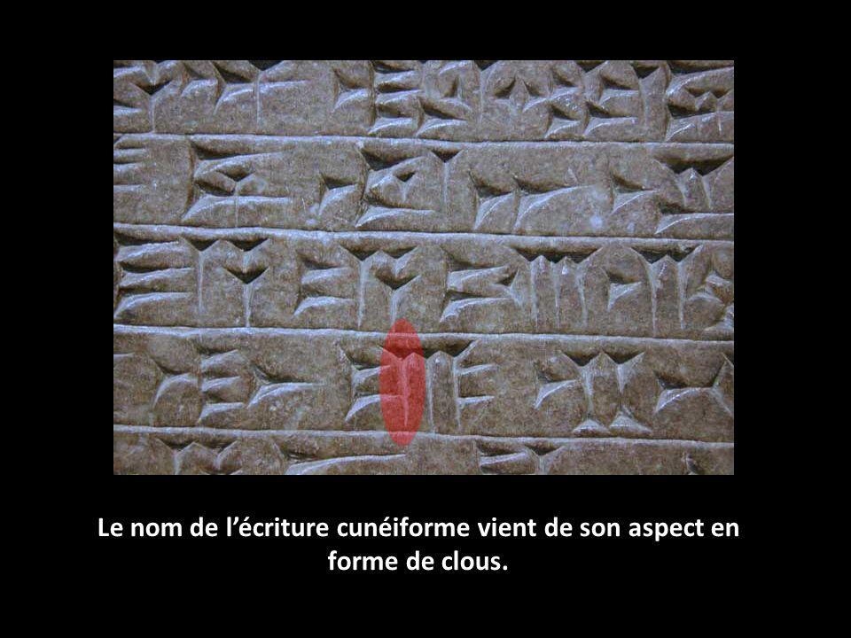 Le nom de lécriture cunéiforme vient de son aspect en forme de clous.