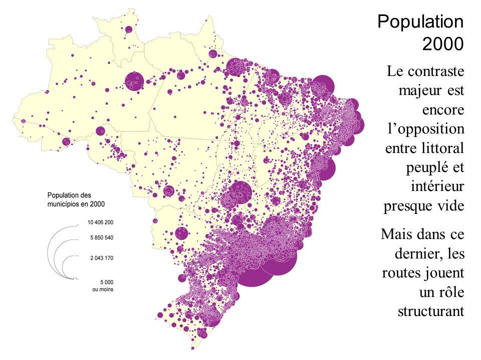 Le contraste majeur est encore lopposition entre littoral peuplé et intérieur presque vide Mais dans ce dernier, les routes jouent un rôle structurant Population 2000