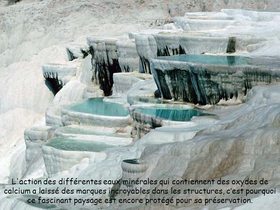 L action des différentes eaux minérales qui contiennent des oxydes de calcium a laissé des marques incroyables dans les structures, cest pourquoi ce fascinant paysage est encore protégé pour sa préservation.
