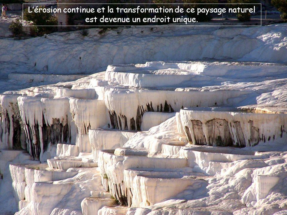 Lérosion continue et la transformation de ce paysage naturel est devenue un endroit unique.