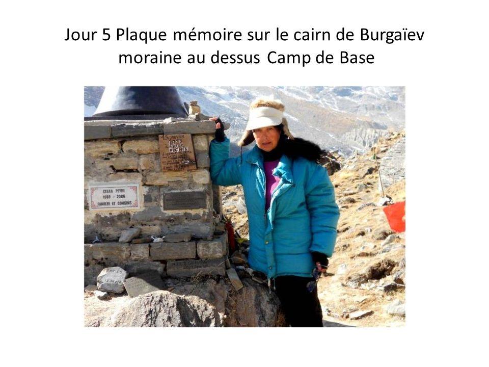Jour 5 Plaque mémoire sur le cairn de Burgaïev moraine au dessus Camp de Base