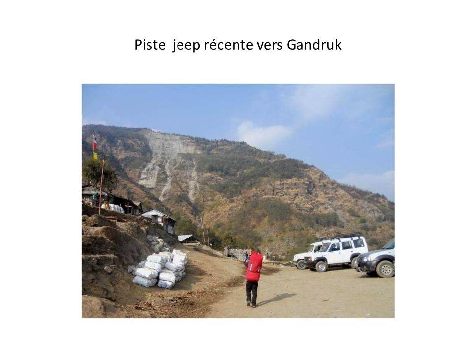 Piste jeep récente vers Gandruk Heipi Mosque Ganche Saltoro Range faraway