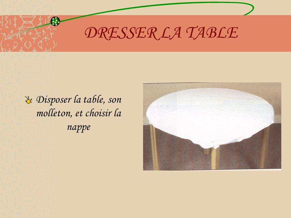 DRESSER LA TABLE Disposer la table, son molleton, et choisir la nappe