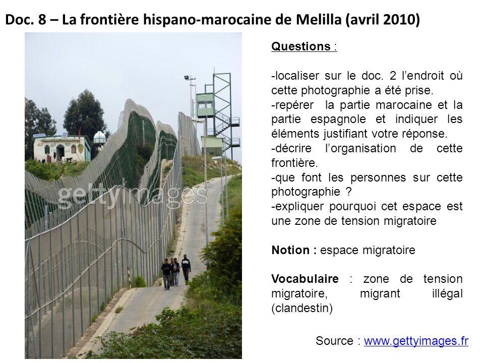 Doc. 8 – La frontière hispano-marocaine de Melilla (avril 2010) Source : www.gettyimages.frwww.gettyimages.fr Questions : -localiser sur le doc. 2 len