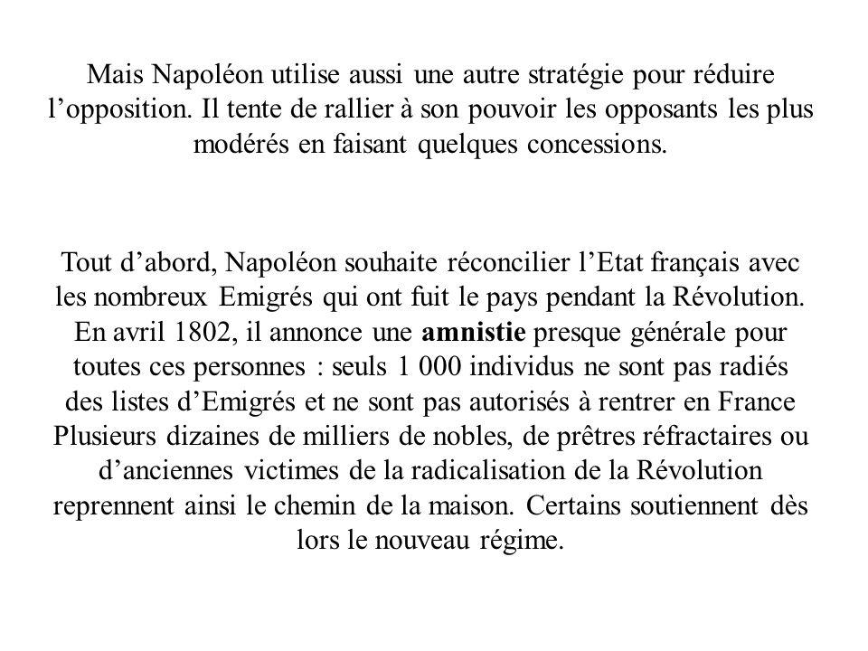 Mais Napoléon utilise aussi une autre stratégie pour réduire lopposition. Il tente de rallier à son pouvoir les opposants les plus modérés en faisant