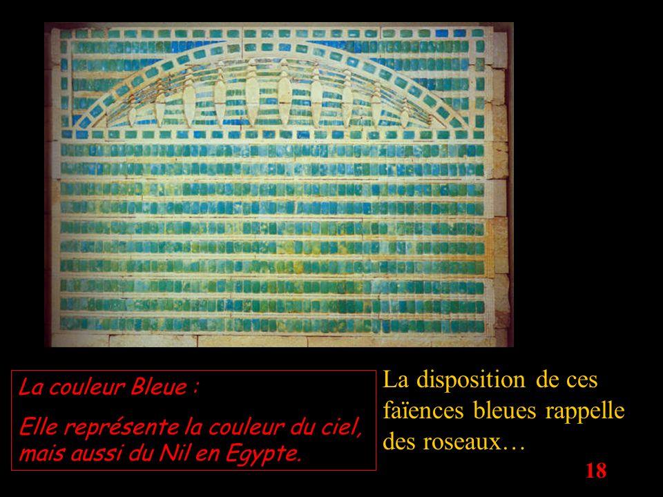 18 La disposition de ces faïences bleues rappelle des roseaux… La couleur Bleue : Elle représente la couleur du ciel, mais aussi du Nil en Egypte.