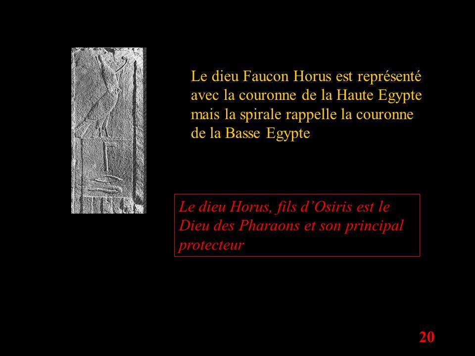 20 Le dieu Faucon Horus est représenté avec la couronne de la Haute Egypte mais la spirale rappelle la couronne de la Basse Egypte Le dieu Horus, fils