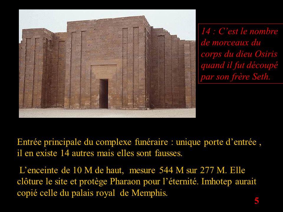 5 Entrée principale du complexe funéraire : unique porte dentrée, il en existe 14 autres mais elles sont fausses. Lenceinte de 10 M de haut, mesure 54