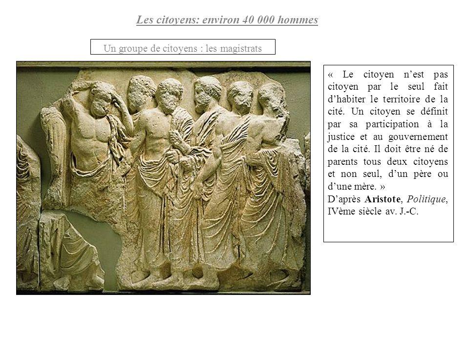 Les non-citoyens : environ 260 000 personnes Femmes et enfants de citoyens athéniens Fragment de la frise des Panathénées, dite Les Ergastines , vers 445- 438 avant J.-C., Parthénon Marbre, Collection Choiseul- Gouffier, Louvre.