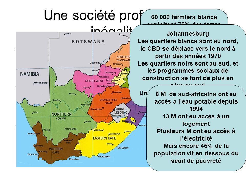 Une société profondément inégalitaire Inégalités sociales : –À la campagne, absence de réforme agraire, maintien de lhéritage des bantoustans –A la vi