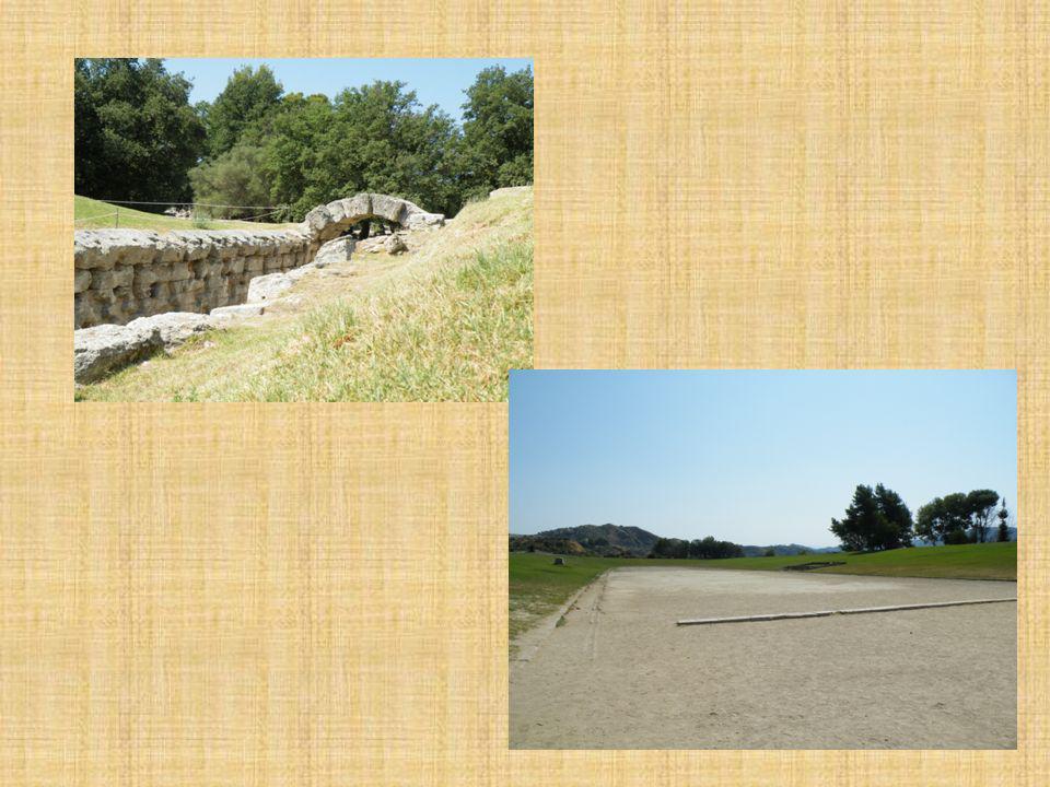 9 Dès 776 A.C., les Grecs viennent participer aux Jeux d Olympie de tout le tour de la Méditerranée: d Athènes mais aussi du Sud de lItalie actuelle et même d Asie.