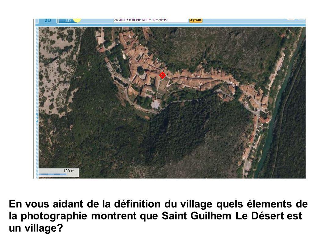 En vous aidant de la définition du village quels élements de la photographie montrent que Saint Guilhem Le Désert est un village?