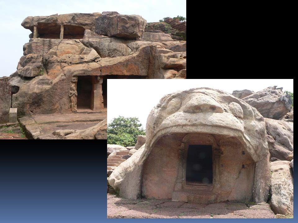 Ce que les grottes dAjanta et dUdayagiri nous disent sur lInde du Ve- VIème siècle apJC, date de leur création: -Développement de la religion hindouiste, née au IIème millénaire av.JC sur les bords de lIndus et du Gange, et dont les textes sacrés ont commencé à être mis par écrit au VIIIème siècle av.JC.