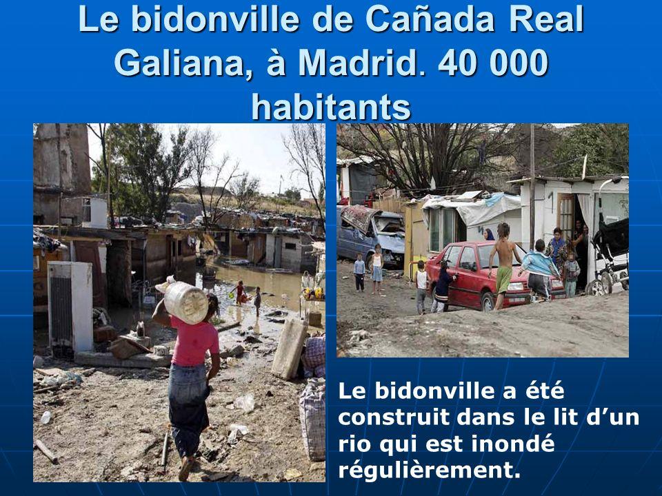 Le bidonville de Cañada Real Galiana, à Madrid. 40 000 habitants Le bidonville a été construit dans le lit dun rio qui est inondé régulièrement.