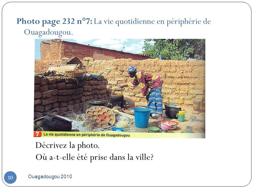 Ouagadougou 2010 10 Photo page 232 n°7: La vie quotidienne en périphérie de Ouagadougou. Décrivez la photo. Où a-t-elle été prise dans la ville?