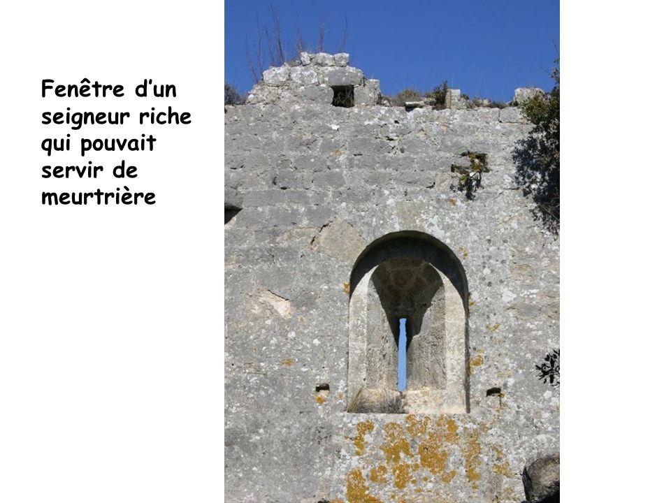 Fenêtre dun seigneur riche qui pouvait servir de meurtrière
