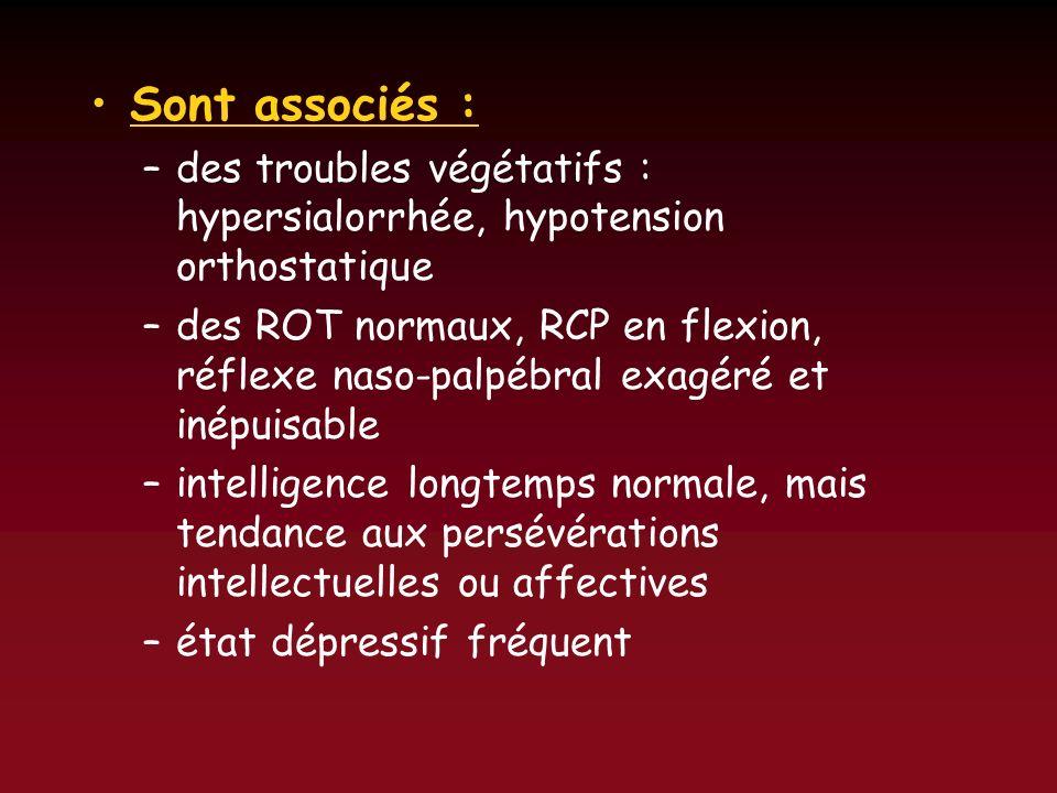 Sont associés : –des troubles végétatifs : hypersialorrhée, hypotension orthostatique –des ROT normaux, RCP en flexion, réflexe naso-palpébral exagéré