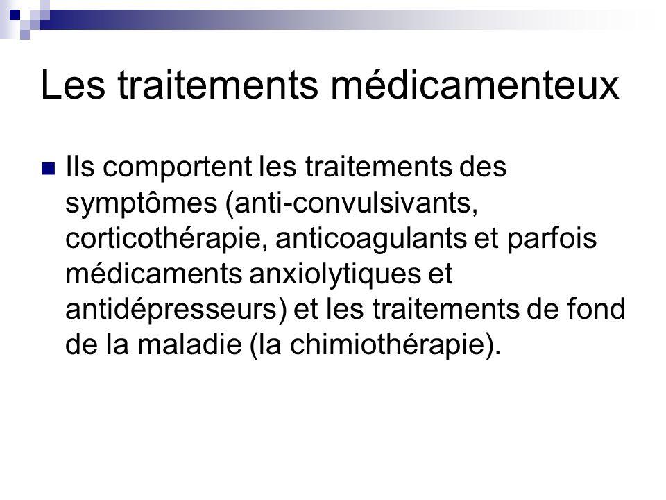 Les traitements médicamenteux Ils comportent les traitements des symptômes (anti-convulsivants, corticothérapie, anticoagulants et parfois médicaments