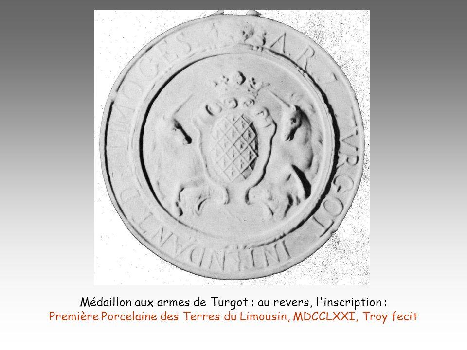 Médaillon aux armes de Turgot : au revers, l'inscription : Première Porcelaine des Terres du Limousin, MDCCLXXI, Troy fecit