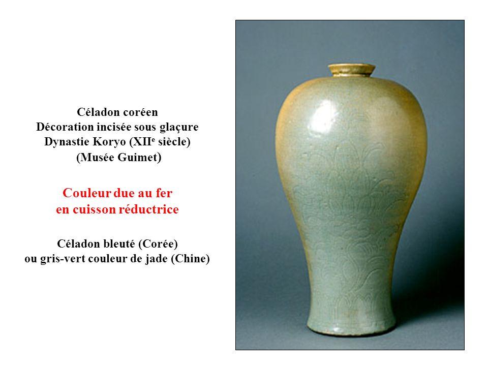 Céladon coréen Décoration incisée sous glaçure Dynastie Koryo (XII e siècle) (Musée Guimet ) Couleur due au fer en cuisson réductrice Céladon bleuté (