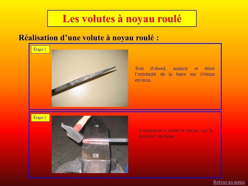 Réalisation dune volute à noyau roulé : Tout dabord, amincir et étirer lextrémité de la barre sur 100mm environ.